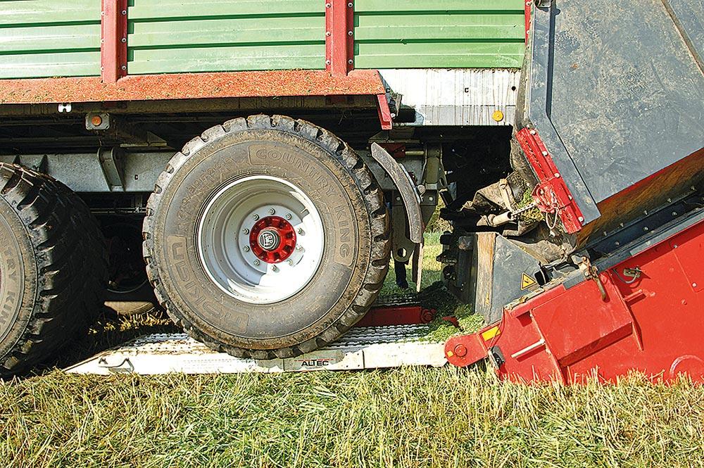 Auffahrrampen sorgen für einen optimalen Höhenabstand zwischen Transportwagen und Überlader.
