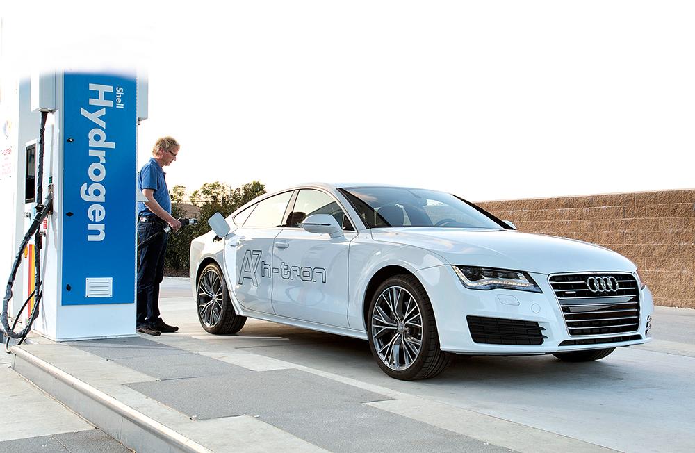Der Audi A7 Sportback h-tron quattro: Er legt mit einer Tankfuellung mehr als 500 Kilometer zurueck ? und aus dem Auspuff kommt nur Wasser: Der A7 Sportback h-tron quattro nutzt einen starken Elektroantrieb mit einer Brennstoffzelle als Energielieferanten, kombiniert mit einer Hybridbatterie und einem zusaetzlichen Elektromotor im Heck.