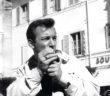 Der amerikanische Pops‰nger und Schauspieler Bobby Darin raucht am 22.10.1960 in Castelgandolfo eine Zigarette. +++(c) dpa - Report+++